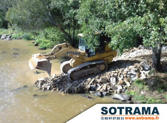 Engin chantier rivière réalisation batardeau Blavet Bretagne travaux publics