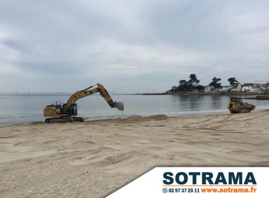 Engins chantier plage Bretagne Morbihan travaux publics réensablement Larmor Plage