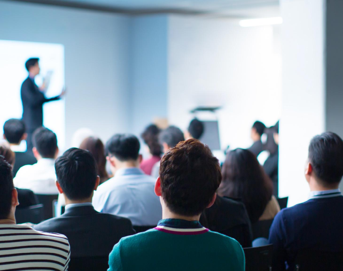 Formation professionnelle groupe salle travail réunion brainstorming CACES