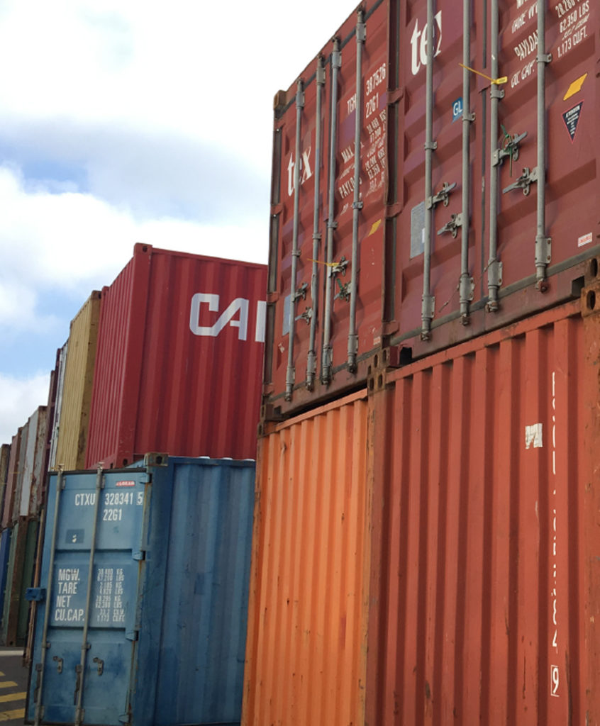Location de matériels et stockage travaux publics Bretagne : containers maritimes, containers d'entreposage, groupes électrogènes, compresseurs d'air, bungalows