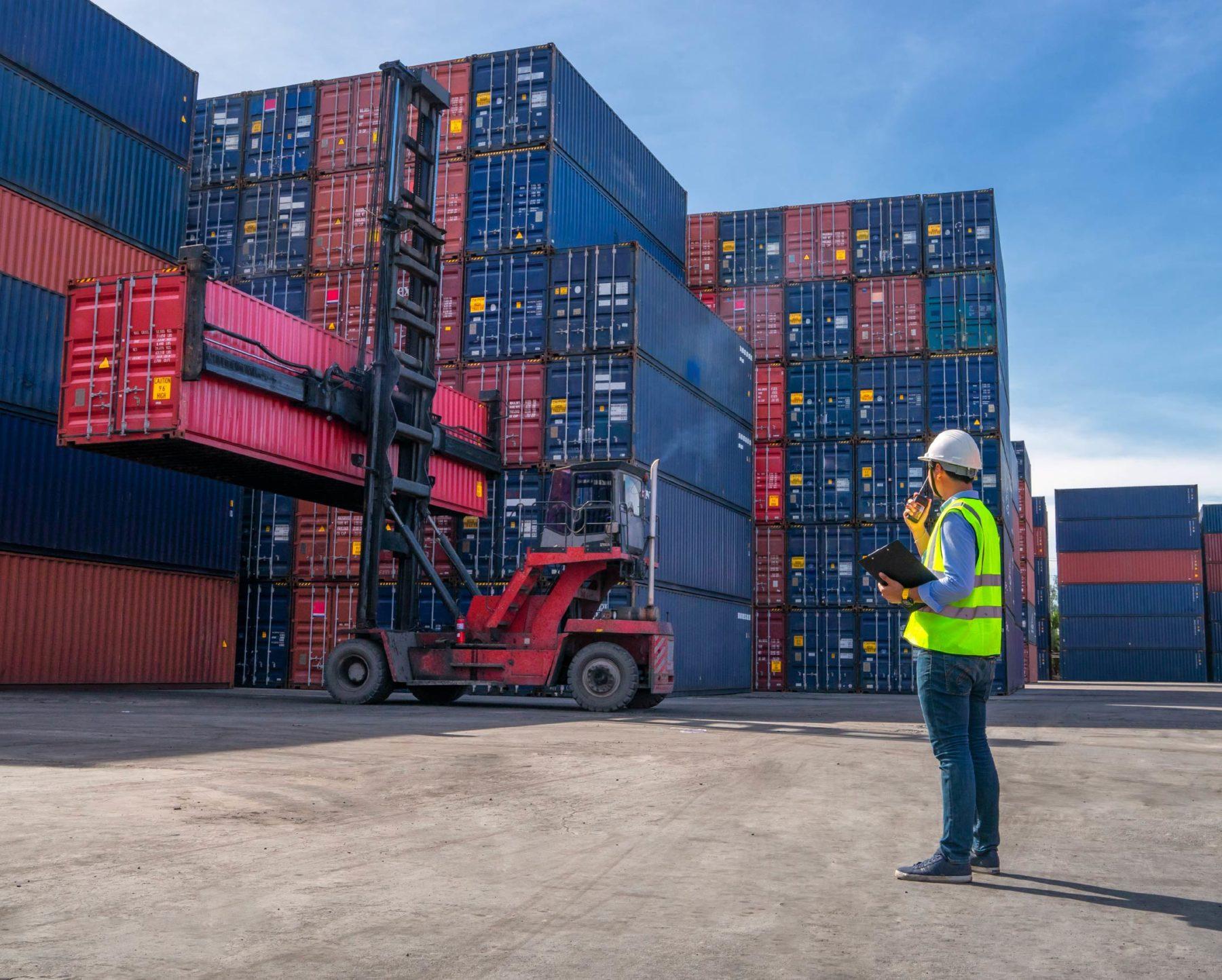 Containers port chantier matériel stockage entreposage maritime